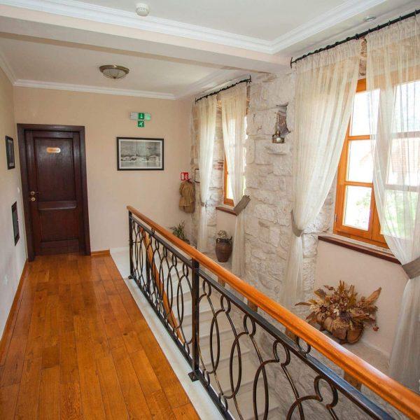 hotel orebic hallway