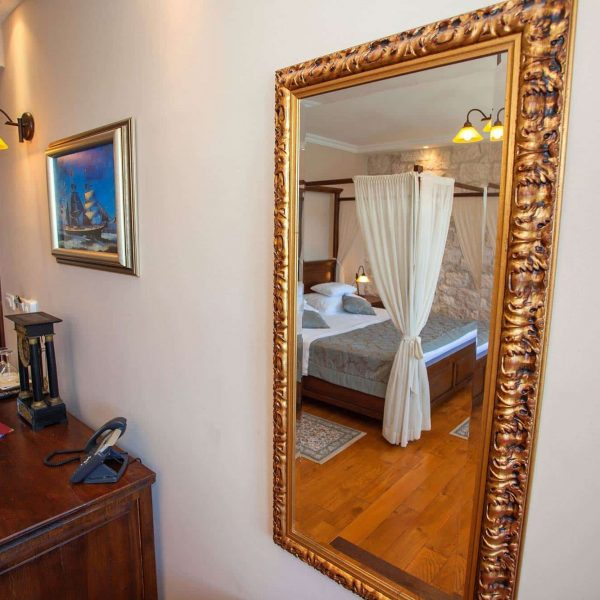 reflection in the mirror room hotel adriatic