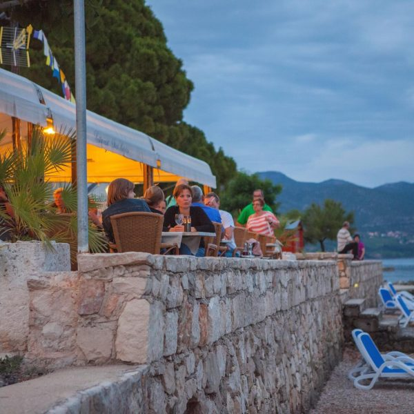 restaurant near beach orebic
