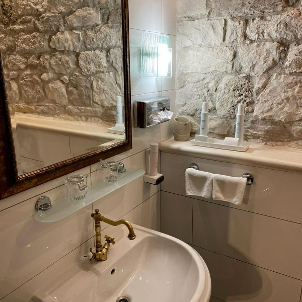 Heritage hotel Adriatic Orebic bathroom